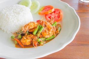 camarão e ervilha frito com pimentão foto