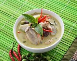 frango com curry verde, cozinha tailandesa foto