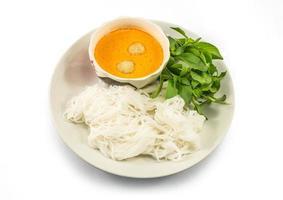 aletria tailandesa comida com curry foto