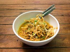 sopa de caril de macarrão tailandês do norte foto