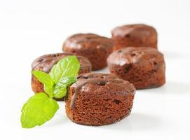 mini bolos de chocolate foto