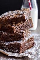 brownies de pedaços de chocolate caseiros foto