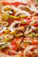 deliciosa pizza na mesa