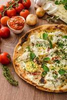 pizza bianco com alecrim e pancetta
