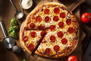 pizza de pepperoni caseira quente