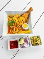 khao soi - comida tradicional tailandesa