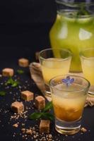 suco de laranja fresco foto