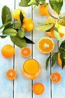 suco de laranja espremido na hora foto