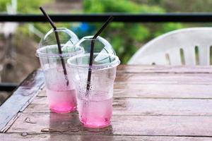 copo de plástico na cafeteria foto