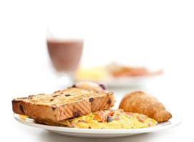 omelete e torradas, café da manhã foto