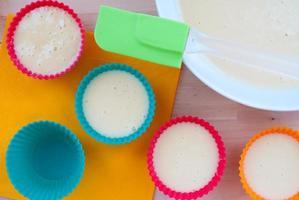 muffins de cozimento foto
