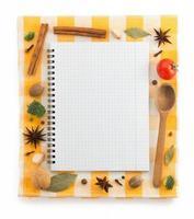 ingredientes alimentares e livro de receitas foto