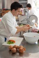 chef corte legumes