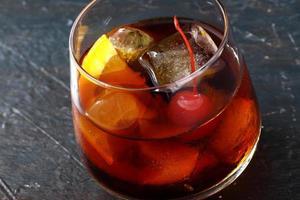 cocktail à moda antiga foto