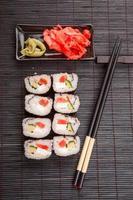 sushi de frutos do mar japonês foto