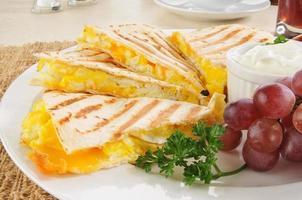 closeup de quesadilla de café da manhã foto