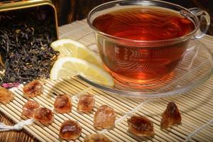 composição de chá em um fundo de madeira