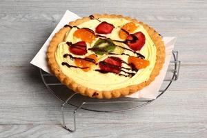 torta de frutas com creme de confeiteiro foto