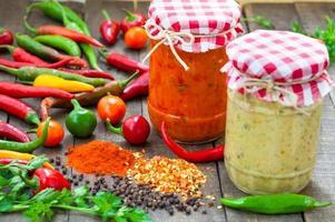 salsa com pimenta quente foto