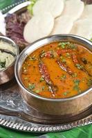 sambar, prato de lentilha. comida indiana foto