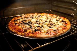 pizza em forno elétrico foto