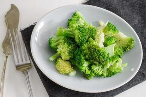 Brócolis cozido no vapor foto