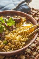 ramen de carne asiática foto