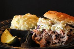 close-up sanduíche de carne de porco foto