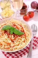 espaguete com ketchup foto