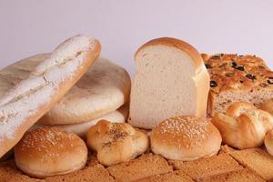vária coleção de pão foto