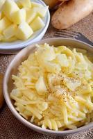 macarrão e batatas foto