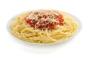 macarrão espaguete macarrão em branco foto