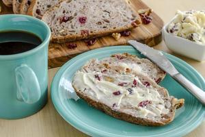 pão de noz fresco cozido foto