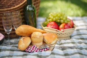 comida para piquenique ao ar livre foto