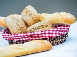 baguete e pão foto