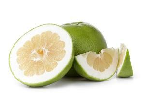 fruta doce verde madura com fatias foto