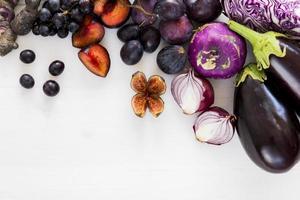 frutas e vegetais roxos foto