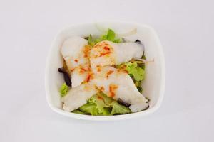 salada japonesa - alface e carne com molho de salada japonesa