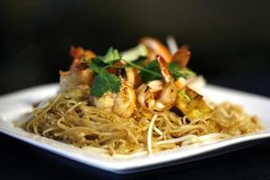 pad macarrão tailandês foto