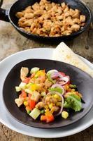 salada no prato
