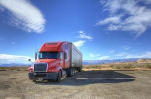 o caminhão vermelho foto