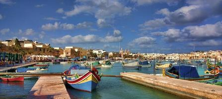 porto de marsaxlokk em malta foto