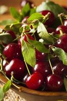 cerejas ácidas orgânicas saudáveis foto