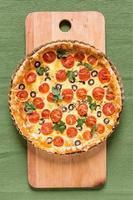 torta de tomate e azeitona foto