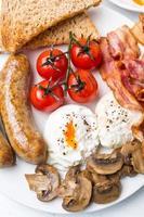 pequeno-almoço inglês completo saudável