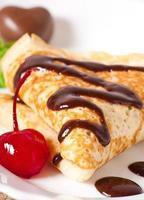 panquecas com chocolate e cerejas