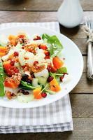 salada fresca com abóbora e verduras foto