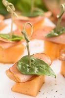 aperitivos proscuitto e melão foto