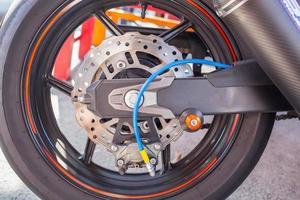 roda traseira da motocicleta foto