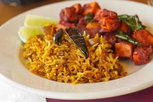 kadai paneer com arroz de tamarindo foto